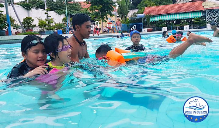dạy bơi ở quận 4